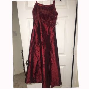 Dresses - Silky burgundy dress